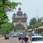 ラオス・ビエンチャンの有名なスポット「アヌサーワリー・パトゥーサイ」(凱旋門)
